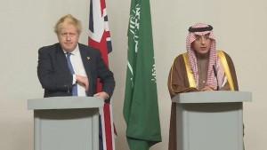 جانسون: عربستان فقط از مرزهایش دفاع میکند!/عادل الجبیر: جنگ در یمن بر ما تحمیل شد!